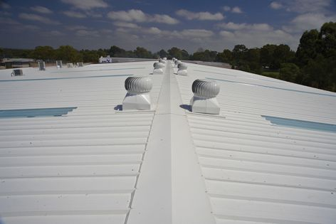 Hi-View Roofing installed Kingspan panels on a pharmaceutical distribution plant.