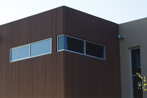 A stunning home in Bulleen, Victoria, with Saltbush-coloured 40 mm x 30 mm EnviroSlat battens.