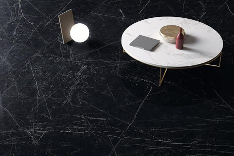 Marmi panels by Maximum capture the look of Marquina marble.