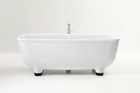 The collection's beautiful freestanding bath.