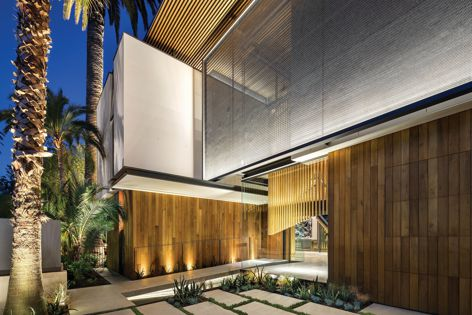 Double Bay House in Sydney features Kaynemaile-Armour screens.