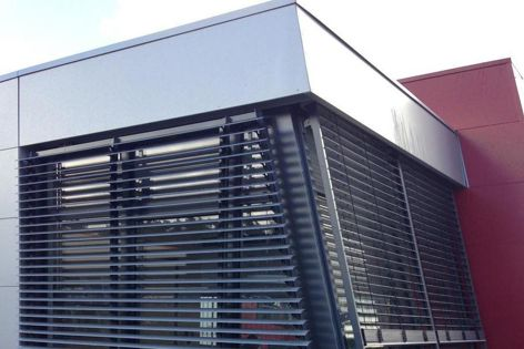 Flexible and adaptable to design requirements, rack arm louvre systems from Shade Factor can be installed for exterior and interior applications on vertical, horizontal and angled planes.