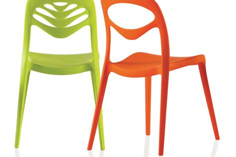 ForYou and ForYou2 stacking chairs are available in two models and four modern colours.