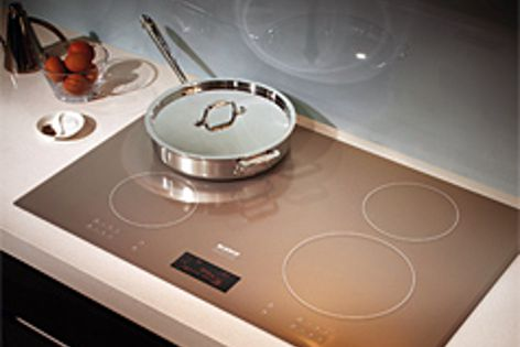 The CI804L induction cooktop's metallic champagne colour blends well with lightcoloured benchtops.