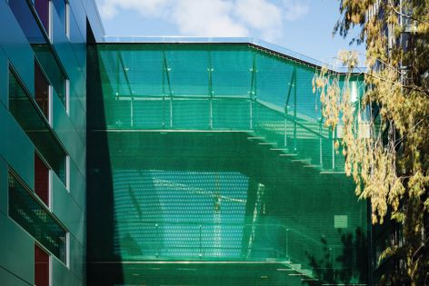 Kaynemaile worked with Architectus to create an illuminated jade green open walkway at the University of Auckland in New Zealand.