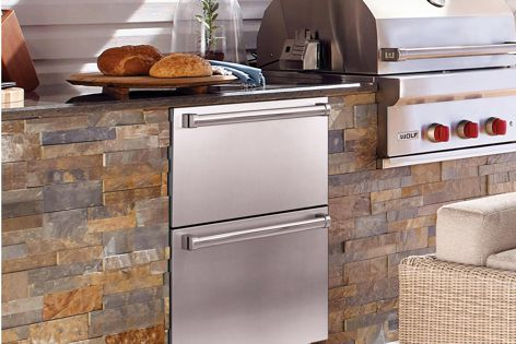 Sub-Zero's 61 cm refrigerator drawers can be fitted with custom cabinetry or stainless steel panels.