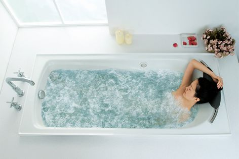 Adjustable massage intensity enables the Regatta BubbleMassage to suit individual bathing preferences.
