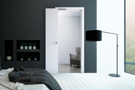 Compak Living 90 doors fold 90°, perpendicular to the doorframe, and Compak Living 180 doors fold 180°, parallel to the doorframe.
