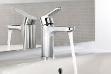 L20 collection taps from Roca