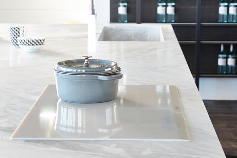 SmartSense induction cooktops offer large rectangular inductors for edge-to-edge cooking without cold spots.