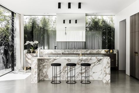 The distinct veining and subtle accents of Arabescato Vagli marble work together to deliver a striking effect.