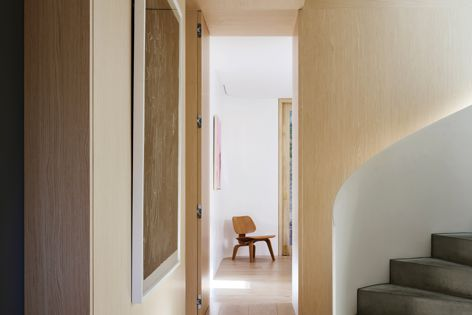At Tree House in Bronte, Woodwall veneers fluidly follow the building's curves, creating smooth timber surfaces.