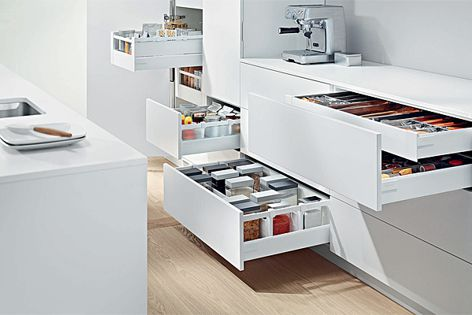 Blum's TANDEMBOX antaro offers a sophisticated design.