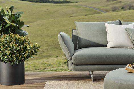 The outdoor Zaza sofa boasts King's quality trademark frames.